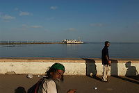 Mumbai BAY, EARLY MORNING LOOKING TOWARDS THE MOSQUE, INDIA