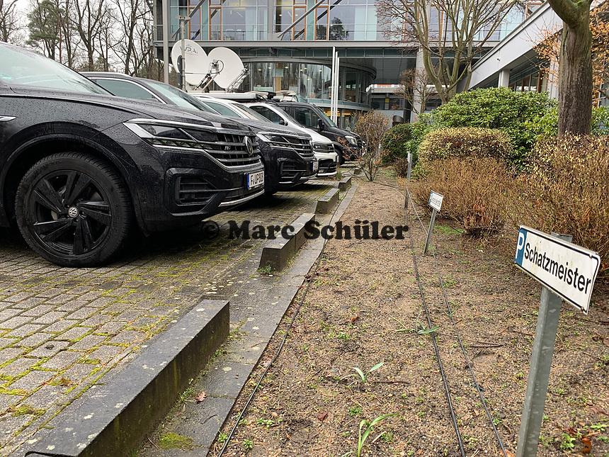 Volkswagen liefert als neuer DFB-Partner schon die Fahrzeuge des DFB, hier der Touareg des DFB Präsidenten Reinhard Grindel - 15.03.2019: Pressekonferenz der Deutschen Nationalmannschaft, DFB Zentrale Frankfurt