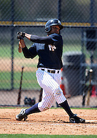 March 26, 2010:  Outfielder Zoilo Almonte (40) of the New York Yankees organization during Spring Training at the Yankees Minor League Complex in Tampa, FL.  Photo By Mike Janes/Four Seam Images