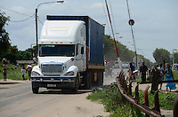 MOZAMBIQUE, Beira, BAGC Beira agricultural growth corridor, transport of heavy goods by trucks between port Beira-Chimoio-Tete-Zimbabwe-Malawi / MOSAMBIK, Beira, BAGC Beira agricultural growth corridor, Transport von Waren zwischen Hafen Beira-Chimoio-Tete-Simbabwe-Malawi