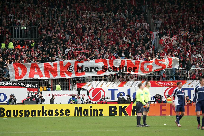 Fans des FSV Mainz 05 bedanken sich bei ihrem Team +++ Marc Schueler +++ 1. FSV Mainz 05 vs. 1. FC Nuernberg, 24.02.2007, Stadion am Bruchweg Mainz +++ Bild ist honorarpflichtig. Marc Schueler, Kreissparkasse Grofl-Gerau, BLZ: 50852553, Kto.: 8047714