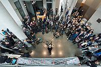 38. Sitzung des Unterausschusses des Verteidigungsausschusses des Deutschen Bundestag als 1. Untersuchungsausschuss am Donnerstag den 13. Februar 2020.<br /> In dem Untersuchungsausschuss soll auf Antrag der Fraktionen von FDP, Linkspartei und Buendnis 90/Die Gruenen der Umgang mit externer Beratung und Unterstuetzung im Geschaeftsbereich des Bundesministeriums fuer Verteidigung aufgeklaert werden. Anlass der Untersuchung sind Berichte des Bundesrechnungshofs ueber Rechts- und Regelverstoesse im Zusammenhang mit der Nutzung derartiger Leistungen.<br /> Einziger Tagesordnungspunkt war die Konstituierung des Unterausschusses als Untersuchungsausschuss.<br /> Als Zeugin war die ehemalige Verteidigungsministerin Ursula von der Leyen geladen. Die Zeugin weigerte sich in Anwesenheit von Foto- und TV-Journalisten den Sitzungssaal zu betreten. Die Journalisten mussten auf Anweisung des Ausschussvorsitzenden Hellmich den Saal verlassen.<br /> Im Bild: Vor der Befragung der ehemaligen Ministerin geben Ausschussmitglieder Pressestatements vor Journalisten. <br /> 13.2.2020, Berlin<br /> Copyright: Christian-Ditsch.de<br /> [NUR FUER REDAKTIONELLE ZWECKE! Werbung nur auf Anfrage beim Fotografen. Inhaltsveraendernde Manipulation des Fotos nur nach ausdruecklicher Genehmigung des Fotografen. Vereinbarungen ueber Abtretung von Persoenlichkeitsrechten/Model Release der abgebildeten Person/Personen liegen nicht vor. NO MODEL RELEASE! Don't publish without copyright Christian-Ditsch.de, Veroeffentlichung nur mit Fotografennennung, sowie gegen Honorar, MwSt. und Beleg. Konto: I N G - D i B a, IBAN DE58500105175400192269, BIC INGDDEFFXXX, Kontakt: post@christian-ditsch.de<br /> Bei der Bearbeitung der Dateiinformationen darf die Urheberkennzeichnung in den EXIF- und  IPTC-Daten nicht entfernt werden, diese sind in digitalen Medien nach §95c UrhG rechtlich geschuetzt. Der Urhebervermerk wird gemaess §13 UrhG verlangt.]