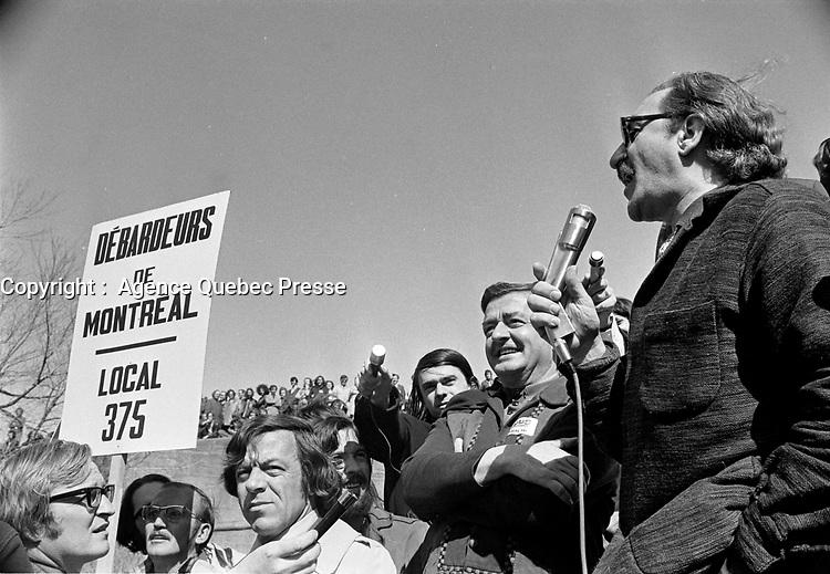 Le  Front Commun - Discours de Michel Chartrand a la Croix du Sacrifice a Quebec avant l'<br /> Incarceration des trois chefs Syndicaux :  Marcel Pepin (CSN), Louis Laberge (FTQ) et Yvon Charbonneau (CEQ)<br /> , le 9 mai 1972 <br /> <br /> <br /> Photographe : Photo Moderne<br /> <br /> - Agence Quebec Presse