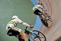 CALI – COLOMBIA – 01-03-2014: Daniel Ellis (Izq.) de Australia y Matthew Glaetzer (Der.) de Australia en la prueba Embalaje Hombres 1/16 en el Velodromo Alcides Nieto Patiño, sede del Campeonato Mundial UCI de Ciclismo Pista 2014. / Daniel Ellis (L) of Australia and Matthew Glaetzer (R) of Australia during the test of Men´s Sprint 1/16 in Alcides Nieto Patiño Velodrome, home of the 2014 UCI Track Cycling World Championships. Photos: VizzorImage / Luis Ramirez / Staff.