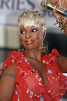 MARY J. BLIGE PERFORMING ON THE TODAY SHOW'S NBC SUMMER CONCERT SERIES 2002 ROCKEFELLER CENTER<br /> Photo By John Barrett/PHOTOlink/MediaPunch