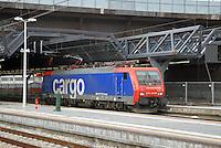 - Milan, the new Rho - Fair railway station, Cargo locomotive of the Swiss Railways....- Milano, la nuova stazione ferroviaria di Rho - Fiera, locomotore Cargo delle Ferrovie Svizzere..