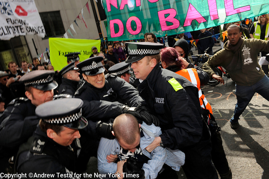 UK. London. 1st April 2009.. police make an arrest outside the climate camp in bishopsgate.©Andrew Testa for the New York times