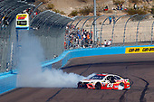 Monster Energy NASCAR Cup Series<br /> Can-Am 500<br /> Phoenix Raceway, Avondale, AZ USA<br /> Sunday 12 November 2017<br /> Matt Kenseth, Joe Gibbs Racing, Circle K Toyota Camry celebrates his win with a burnout<br /> World Copyright: Russell LaBounty<br /> LAT Images