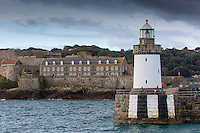 Royaume-Uni, îles Anglo-Normandes, île de Guernesey, Saint Peter Port: <br /> Castle Cornet et le phare // United Kingdom, Channel Islands, Guernsey island, Saint Peter Port:  Castle Cornet and the light house