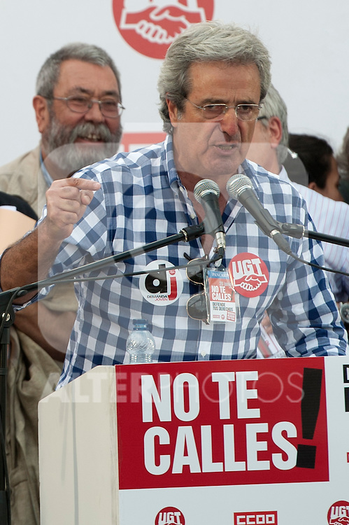 Expression of the Spanish trade unions against cuts and closures of public services.Jose Ricardo Martinez, Secretary General of UGT Madrid. (r) during the union rally after demonstration, in presence of Candido Mendez, Secretary general of UGT of Spain..(Alterphotos/Ricky)