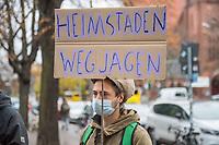 Protest gegen den Verkauf von 130 Wohnhaeusern an den schwedischen Immobilienspekulant Heimstaden am 17. November 2020 vor dem Bezirksamt Berlin-Tiergarten. Die Bewohnerinnen und Bewohner wehren sich gegen den Verkauf der Haeuser mit knapp 4.000 Wohnungen an das schwedische Firmenkonglomerat des Milliardaers Ivar Tollefsen. Sie befuerchten die Umwandlung in Eigentumswohnungen und Luxussanierungen und fordern die Bezirke auf von ihrem Vorkaufsrecht gebrauch zu machen.<br /> 17.11.2020, Berlin<br /> Copyright: Christian-Ditsch.de