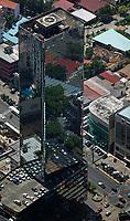 aerial photograph of a glass skyscraper and heliport, Panama City, Panama | fotografía aérea de un rascacielos de cristal y un helipuerto, Panamá