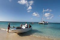 Cuba, Katamaran mit Tauchern in Ancon bei Trinidad , Provinz Sancti Spiritus