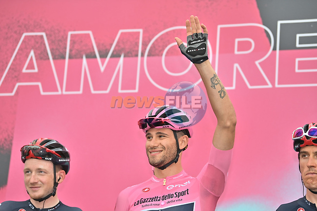 Maglia Rosa Filippo Ganna (ITA) Ineos Grenadiers at sign on before the start of Stage 3 of the 103rd edition of the Giro d'Italia 2020 running 150km from Enna to Etna (Linguaglossa-Piano Provenzana), Sicily, Italy. 5th October 2020.  <br /> Picture: LaPresse/Massimo Paolone | Cyclefile<br /> <br /> All photos usage must carry mandatory copyright credit (© Cyclefile | LaPresse/Massimo Paolone)