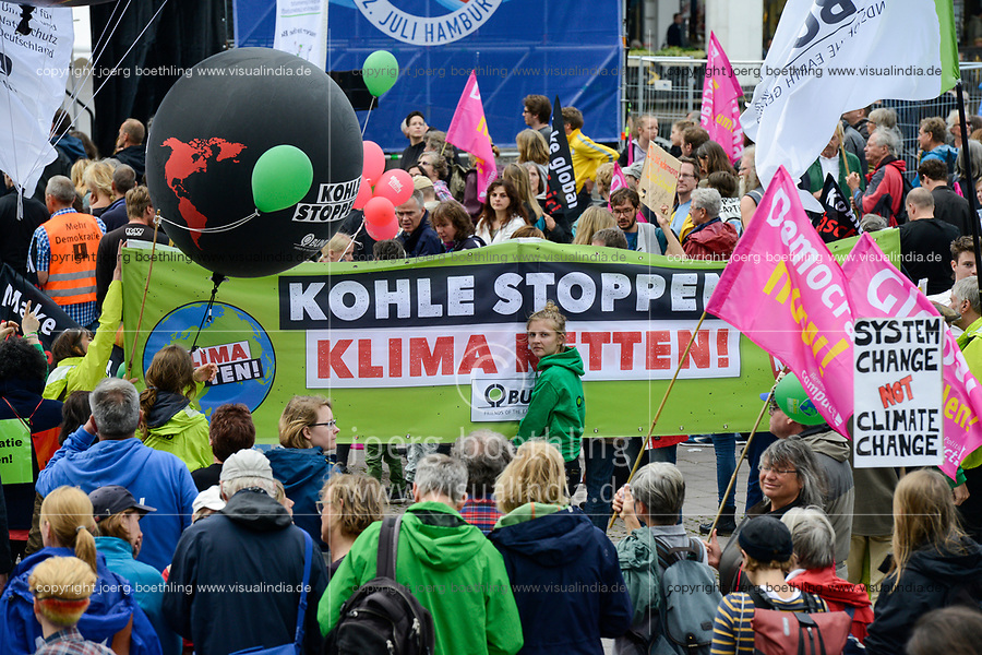 GERMANY, Hamburg, protest rally against G-20 summit in july 2017, banner with slogan Stop Coal, save the climate / DEUTSCHLAND, Hamburg, Protest Demo gegen G20 Gipfel in Hamburg, Transparent Kohle stoppen, Klima retten!