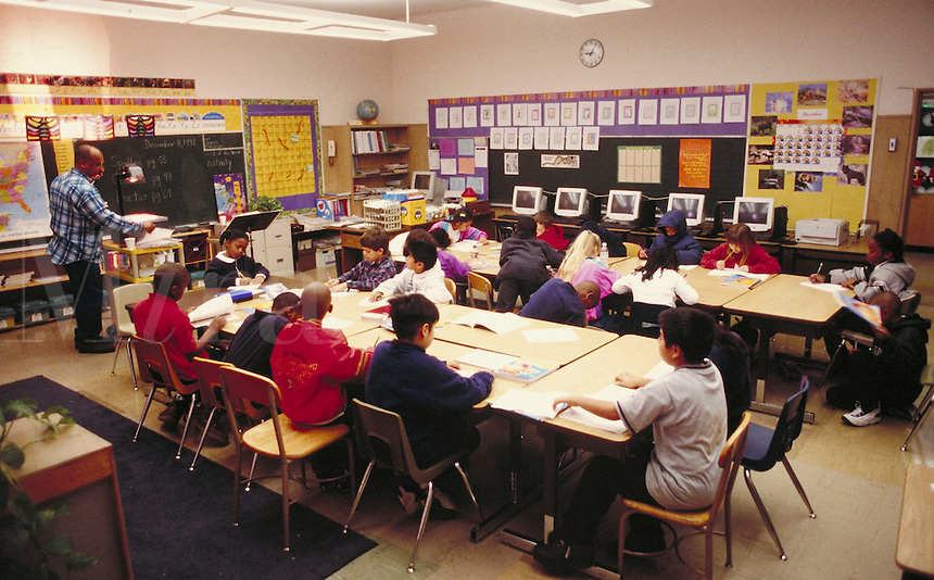 ELEMENTARY SCHOOL EDUCATION IN CLASSROOM. ELEMENTARY STUDENTS. OAKLAND CALIFORNIA USA CARL MUNCK ELEMENTARY SCHOOL.