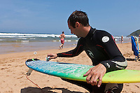 Europe/Espagne/Pays Basque/Guipuscoa/Pays Basque/Zarautz: Surfeur,  plage de Zarautz
