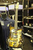 Super Bowl 50 E-Gitarre - Super Bowl 50 Merchandising, Moscone Center San Francisco