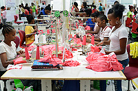 ETHIOPIA , Southern Nations, Hawassa or Awasa, Hawassa Industrial Park, chinese-built for the ethiopian government to attract foreign investors with low rent and tax free to establish a textile industry and create thousands of new jobs, textile company Hela Indochine Apparel PLC a joint venture of sri lankan and chinese companies / AETHIOPIEN, Hawassa, Industriepark, gebaut durch chinesische Firmen fuer die ethiopische Regierung um die Hallen fuer Textilbetriebe von Investoren zu vermieten, Textilfabrik Hela Indochine Apparel PLC, Textilarbeiterin Zenach Bogala (18), rechts vorne