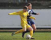Waasland Beveren Sinaai Girls - Famkes Merkem : .Kwartfinale beker van België 2011-2012 : Tina Van Der Auwera in duel met Cleo Mus ..foto DAVID CATRY / JOKE VUYLSTEKE / Vrouwenteam.be