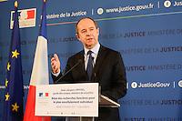 LE MINISTRE DE LA JUSTICE , JEAN JACQUES URVOAS , ANNONCE LE BILAN DES RECHERCHES FONCIERES POUR LA CONSTRUCTION DE NOUVELLES MAISONS D ' ARRET .