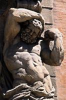Europe/Italie/Emilie-Romagne/Bologne : Portail du Palais Davia Bargellini (XVII°) - Détail Cariatide
