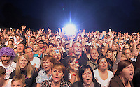 1050 Jahre Eilenburg. Stadtfest. Konzert auf der PSR-Buehne. Die Berliner Band Culcha Candela startet senkrecht! Das Eilenburger Publikum geht mit. Foto: Alexander Bley