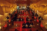 """Amérique/Amérique du Nord/USA/Etats-Unis/Vallée du Delaware/Pennsylvanie/Philadelphie : Au restaurant """"Morimoto"""" 723 Chestnut - Restaurant mode signé Stephen Starr le décor change de couleur toutes les 20 minutes"""