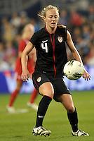 USWNT defender Becky Sauerbrunn (4) in action.