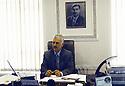 Irak 2002.Saad Abdullah Osman, ministre de l'agriculture du PDK dans son bureau à Erbil.Iraq 2002.Erbil: Saad Abdalla Osman, agriculture minister