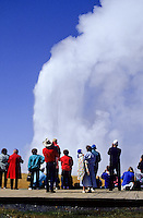 Old Faithfull geyser with tourists watching the eruption and steam foto, reise, photograph, image, images, photo,<br />