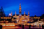 Oesterreich, Wien, Christkindlmarkt vor dem Neuen Rathaus | Austria, Vienna, Christmas Fair at New City Hall