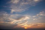 Europa, DEU, Deutschland, Hessen, Odenwald, Himmel, Sonnenuntergang, Wolken, Kategorien und Themen, Wetter, Himmel, Wolken, Wolkenkunde, Wetterbeobachtung, Wetterelemente, Wetterlage, Wetterkunde, Witterung, Witterungsbedingungen, Wettererscheinungen, Meteorologie, Bauernregeln, Wettervorhersage, Wolkenfotografie, Wetterphaenomene, Wolkenklassifikation, Wolkenbilder, Wolkenfoto....[Fuer die Nutzung gelten die jeweils gueltigen Allgemeinen Liefer-und Geschaeftsbedingungen. Nutzung nur gegen Verwendungsmeldung und Nachweis. Download der AGB unter http://www.image-box.com oder werden auf Anfrage zugesendet. Freigabe ist vorher erforderlich. Jede Nutzung des Fotos ist honorarpflichtig gemaess derzeit gueltiger MFM Liste - Kontakt, Uwe Schmid-Fotografie, Duisburg, Tel. (+49).2065.677997, ..archiv@image-box.com, www.image-box.com]