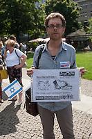 """Ca. 100 Menschen demonstrierten am Freitag den 11. Juli 2014 in Berlin auf dem Wittenbergplatz ihre Solidaritaet mit Israel. Sie wandten sich gegen Antisemitismus und Islamismus.<br /> Im Bild: Ein Demonstrant mit Namensschild der nationalistisch-populistischen Partei """"Alternative fuer Deutschland"""" (AfD).<br /> 11.7.2014, Berlin<br /> Copyright: Christian-Ditsch.de<br /> [Inhaltsveraendernde Manipulation des Fotos nur nach ausdruecklicher Genehmigung des Fotografen. Vereinbarungen ueber Abtretung von Persoenlichkeitsrechten/Model Release der abgebildeten Person/Personen liegen nicht vor. NO MODEL RELEASE! Don't publish without copyright Christian-Ditsch.de, Veroeffentlichung nur mit Fotografennennung, sowie gegen Honorar, MwSt. und Beleg. Konto: I N G - D i B a, IBAN DE58500105175400192269, BIC INGDDEFFXXX, Kontakt: post@christian-ditsch.de<br /> Urhebervermerk wird gemaess Paragraph 13 UHG verlangt.]"""