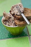 Europe/France/Bretagne/56/Morbihan/ Belle-Ile-en-Mer/Locmaria: Rillettes de cochon fermier de la ferme de Keroulep  recette de Marguerite Gabillet du restaurant Chouk'azé