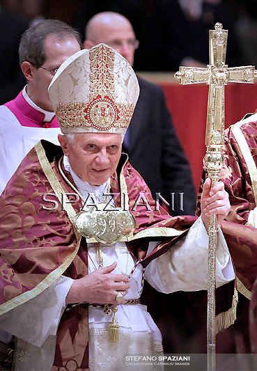 Pope Benedict XVI leads a Vespers prayer in St.Peter's Basilica at the Vatican on December 16, 2010