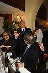 """SILVIO BERLUSCONI CON  RUGGERO GUARINI<br /> 75° COMPLEANNO DI LINO JANNUZZI - """"DA FORTUNATO AL PANTHEON"""" ROMA 2003"""