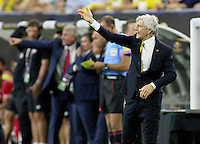 HOUSTON - UNITED STATES, 11-06-2016: Jose Pekerman técnico de Colombia (COL) gesticula durante el encuentro del grupo A ,fecha 3, con Costa Rica (CRC) por la Copa América Centenario USA 2016 jugado en el estadio Rose Bowl en Pasadena, California, USA. /  Jose Pekerman coach of Colombia (COL) gestures during a match of the group A against Costa Rica (CRC)  for the date 3 of the Copa América Centenario USA 2016 played at NRG stadium in Houston, Texas ,USA. Photo: VizzorImage/ Luis Alvarez /Str