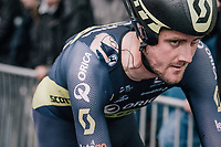 Luke Durbridge (AUS/ORICA-Scott) seriously crashed in the opening TT of this Tour and needed a medical check for his left foot after finishing. He was unable to (normally) walk on it.<br /> <br /> 104th Tour de France 2017<br /> Stage 1 (ITT) - Düsseldorf › Düsseldorf (14km)