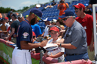 Binghamton Mets shortstop Amed Rosario (1) signs autographs before a game against the Richmond Flying Squirrels on June 26, 2016 at NYSEG Stadium in Binghamton, New York.  Binghamton defeated Richmond 7-2.  (Mike Janes/Four Seam Images)