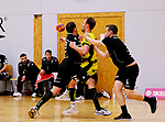 Deutschland - Sport<br /> Handball - Aufstiegsrunde zur 2. Bundesliga<br /> TuS Dansenberg (dan) - HSG Krefeld Niederrhein (kref) 24:21<br /> Robin EGELHOF (TuS Dansenberg), li und Steffen KIEFER (TuS Dansenberg) bremsen Nick BRAUN (Krefeld) mi<br /> <br /> Foto © PIX-Sportfotos *** Foto ist honorarpflichtig! *** Auf Anfrage in hoeherer Qualitaet/Aufloesung. Belegexemplar erbeten. Veroeffentlichung ausschliesslich fuer journalistisch-publizistische Zwecke. For editorial use only.