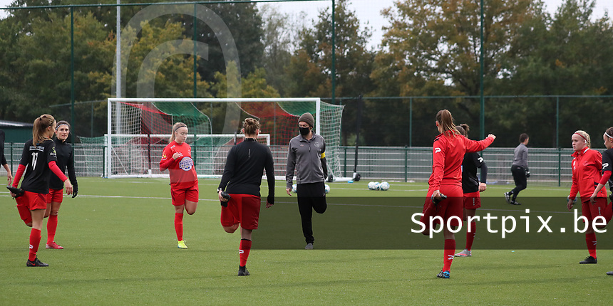 Woluwe players pictured warming up before a female soccer game between Oud Heverlee Leuven and Femina White Star Woluwe  on the 5 th matchday of the 2020 - 2021 season of Belgian Womens Super League , Sunday 18 th of October 2020  in Heverlee , Belgium . PHOTO SPORTPIX.BE | SPP | SEVIL OKTEM
