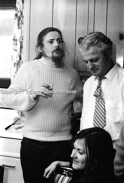 Libre, Jacques Rose est rentre chez sa mere avec son procureur Robert Lemieux,<br />  apres son acquittement, le 22 fevrier 1973.<br /> <br /> PHOTO :  Agence quebec Presse - Alain Renaud