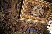 DECORATIVE CEILING AT THE DOLMABAHCE PALACE, ISTANBUL, TURKEY