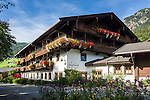 Austria, Tyrol, Alpbach: romantic-hotel Boeglerhof at village centre | Oesterreich, Tirol, Alpbach: Romantikhotel Boeglerhof im Ortszentrum