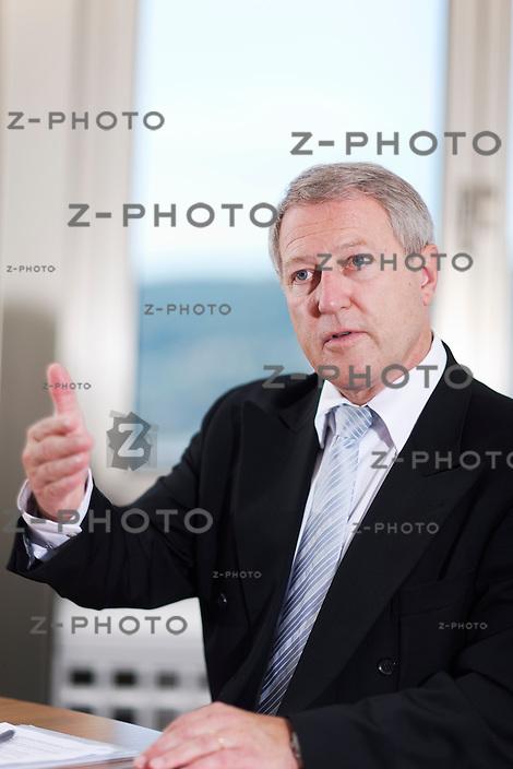 Interview mit Urs Berger Chef Mobiliar Versicherung im Hauptsitz an der Bundesgasse 35 in Bern am 30. Mai 2011<br /> <br /> Copyright © Zvonimir Pisonic
