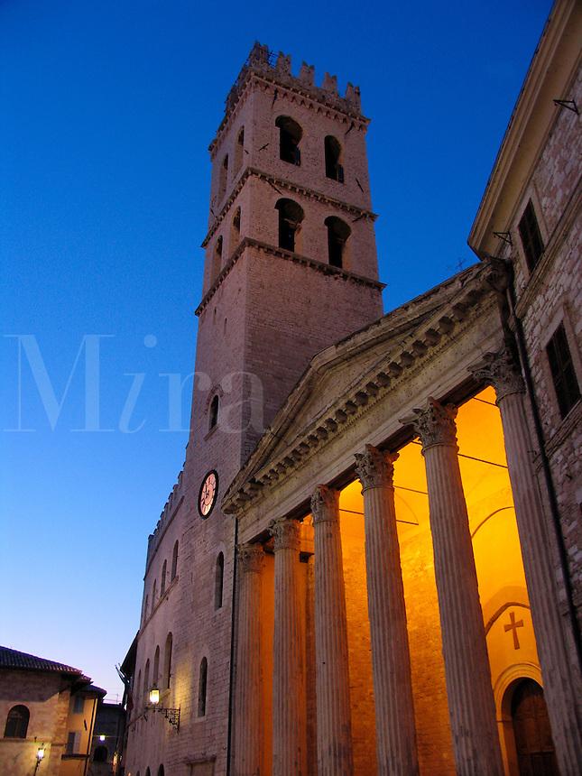 Tempio di Minerva, a Roman temple from the Augustan age, in the Piazza del Comune, Umbria, Assisi, Ital