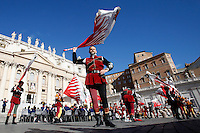 Sbandieratori si esibiscono prima dell'arrivo di Papa Francesco all'udienza generale del mercoledi' in Piazza San Pietro, Citta' del Vaticano, 7 settembre 2016.<br /> Flag wavers perform before the arrival of Pope Francis for his weekly general audience in St. Peter's Square at the Vatican, 7 September 2016.<br /> UPDATE IMAGES PRESS/Isabella Bonotto<br /> <br /> STRICTLY ONLY FOR EDITORIAL USE