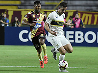 IBAGUE - COLOMBIA, 24-04-2019: Luis Gonzalez del Tolima disputa el balón con Ivan Marcone de Boca durante partido por la ronda 4, grupo G, de la Copa CONMEBOL Libertadores 2019 entre Deportes Tolima de Colombia y Boca Juniors de Argentina jugado en el estadio Manuel Murillo Toro de la ciudad de Ibagué. / Luis Gonzalez of Tolima vies for the ball with Ivan Marcone of Boca during match as part of round 4, group G, of Copa CONMEBOL Libertadores 2019 between Deportes Tolima of Colombia and Boca Juniors of Argentina played at Manuel Murillo Toro stadium in Ibague city. Photo: VizzorImage / Alejandro Rosales / Cont
