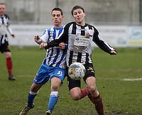 Club Roeselare - WS Oudenburg : duel tussen Mathias Defer (links) en Jonas Lameire (r) <br /> Foto VDB / Bart Vandenbroucke